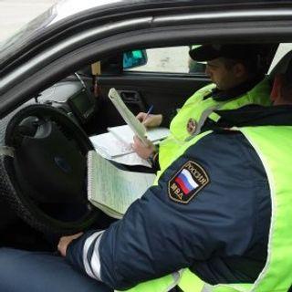 В Крыму расследуют дело о хищении 30 000 рублей сотрудником ГИБДД