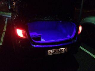 В Питере в машине найдена танцовщица с перерезанным горлом